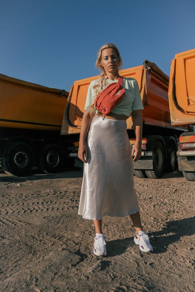 Kristina Bekvalac: Haljine sa printom i udobne patike must have komadi za jesen