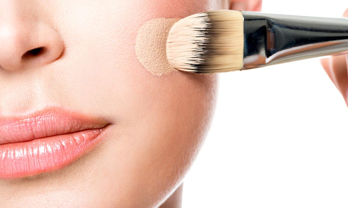 Saveti profesionalnih šminkera kako prekriti akne tečnim puderom