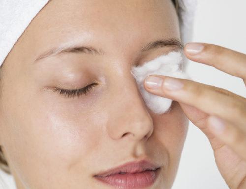 Dermatolog objašnjava zašto je važno skinuti šminku pre spavanja