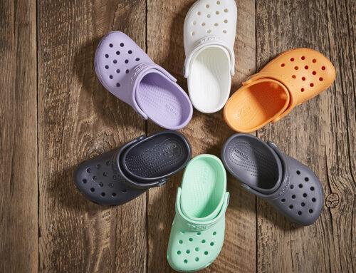 Popularne klasične Crocs sandale krše modna pravila i podstiču kreativnost
