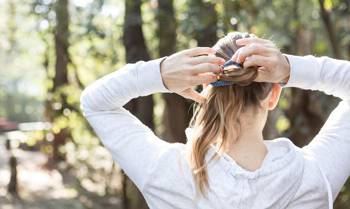 Gumicu za kosu ne treba da nosiš oko ruke