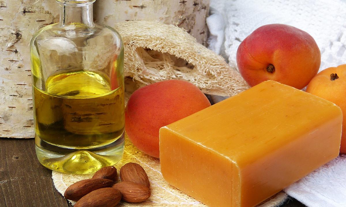 Bademovo ulje je savršeno za negu kože, kose i noktiju